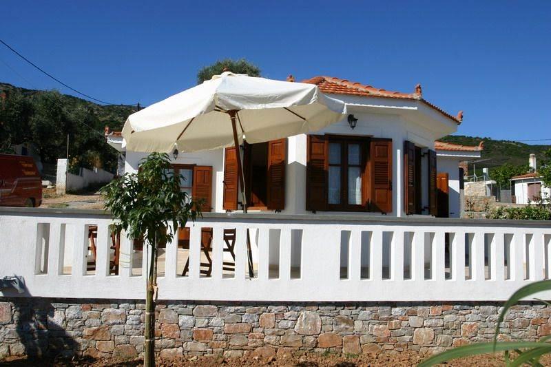Charmimg Greek villa on the Ag Dimitrios peninusular