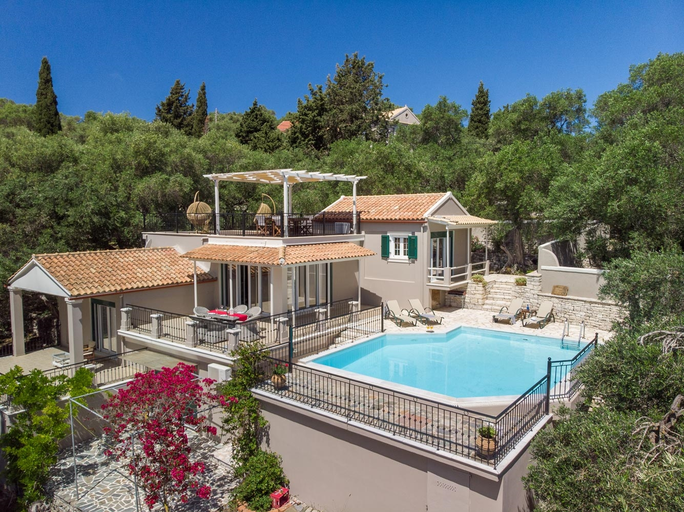 Angouleta Villa - Enjoy sunsets in an unobstructed scenery.