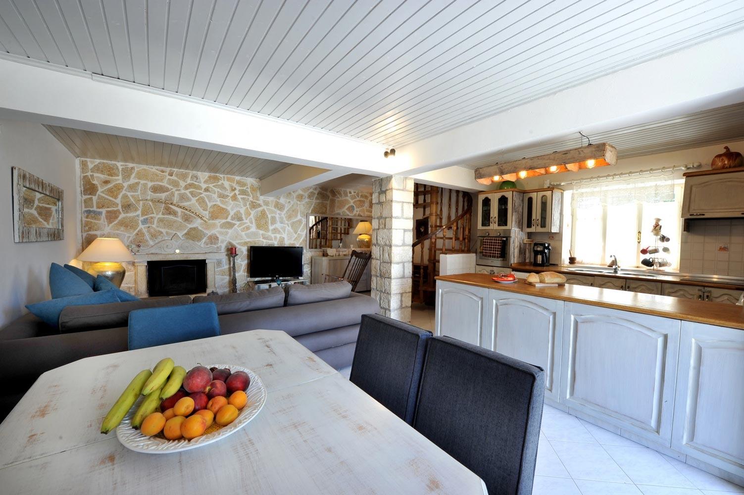 Ianira House
